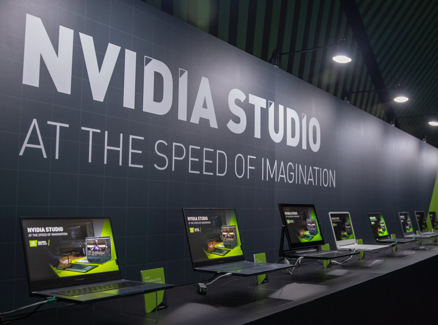 NVIDIA Studio : un nouveau sticker marketing, super !