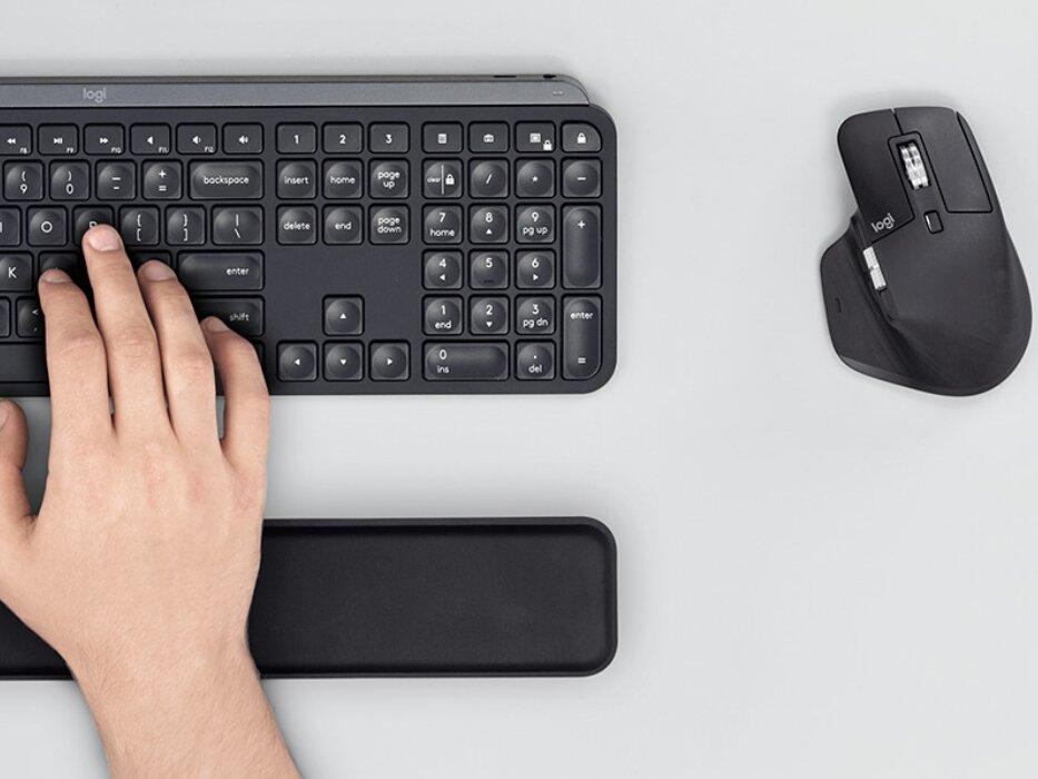 Logitech MX Master 3 et MX Keys : souris et clavier rétroéclairé sans fil pour travailler
